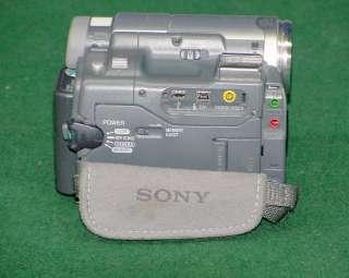 Sony Handycam DCR TRV33 Digital Camcorder Mini DV Zeiss