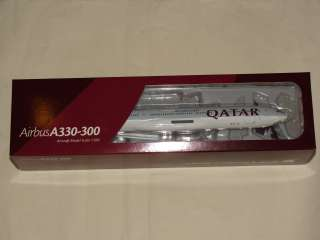 Hogan Wings 1:200 Qatar Airbus A330 300 with gears & stand free
