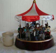 79162 MR CHRISTMAS WOODEN CLASSIC CAROUSEL MUSIC BOX NR