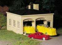 BACHMANN PLASTICVILLE FIRE STATION w/TRUCKS O SCALE KIT