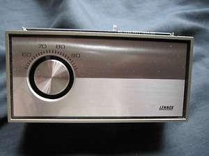 Honeywell Lennox T872R1040 Thermostat