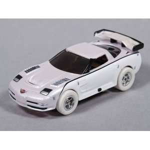 Xtraction 04 Chev Corvette C5R White Rel 7 iWheels Toys